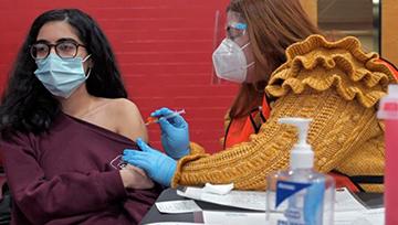 Pharmacist giving a woman a vaccine