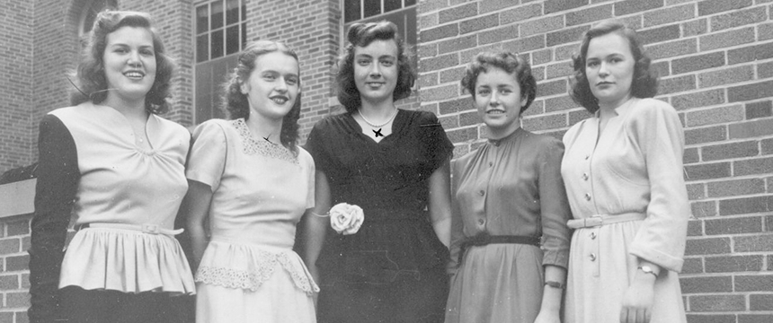 5 female students pose for a group photo in the 1950s