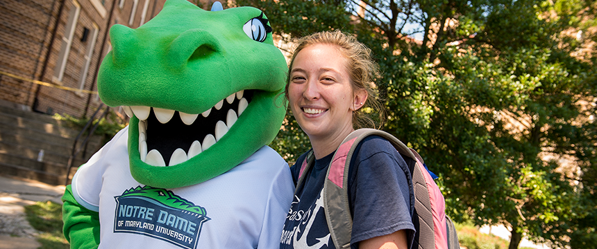 Gabby the Gator mascot with a student on Women's College Move-In Day